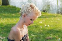 Blondă păr scurt