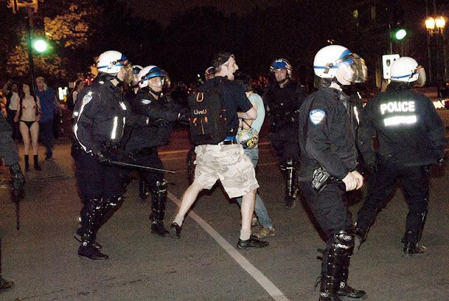 L'équipe de CUTV malmenée, 7 juin 2012, Montréal [photos David Champagne]