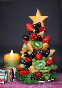 arbol de navidad elaborado con fruta