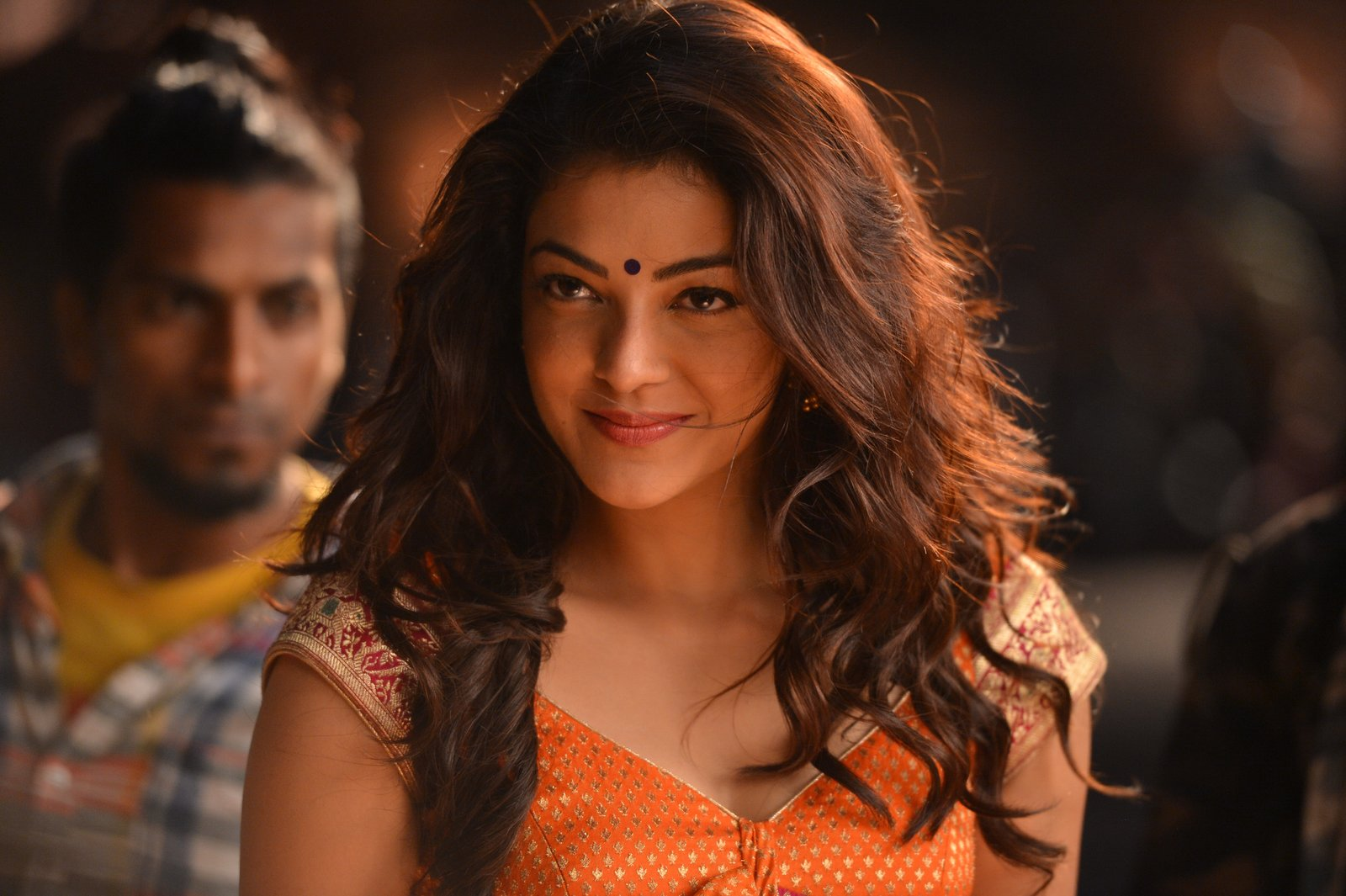 kajal sizzling in pakka local item song-HQ-Photo-12