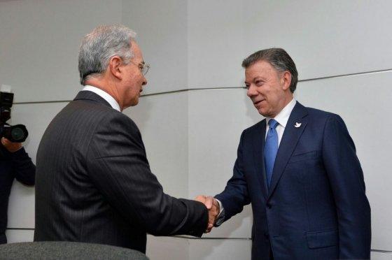 Avanza la reunión entre Santos y Uribe con su propuesta egolatra