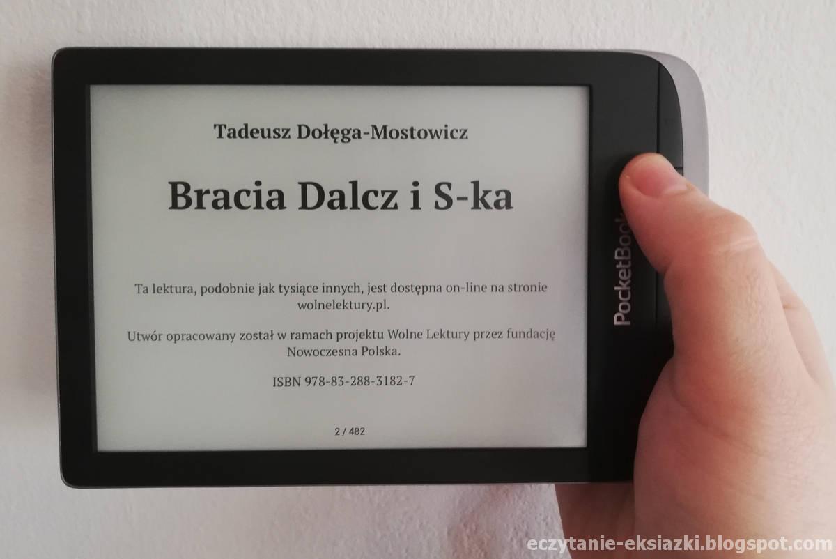 Czytnik PocketBook Touch HD 3 trzymany w ręce poziomo