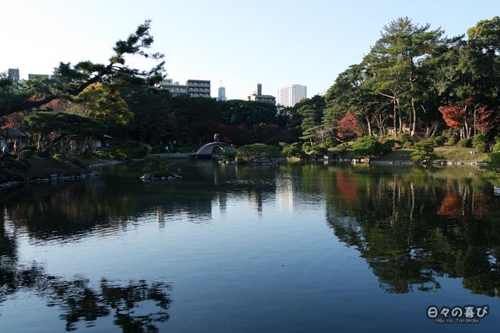 Étang et pont kokô-kyô, jardin shukkei-en, Hiroshima-shi