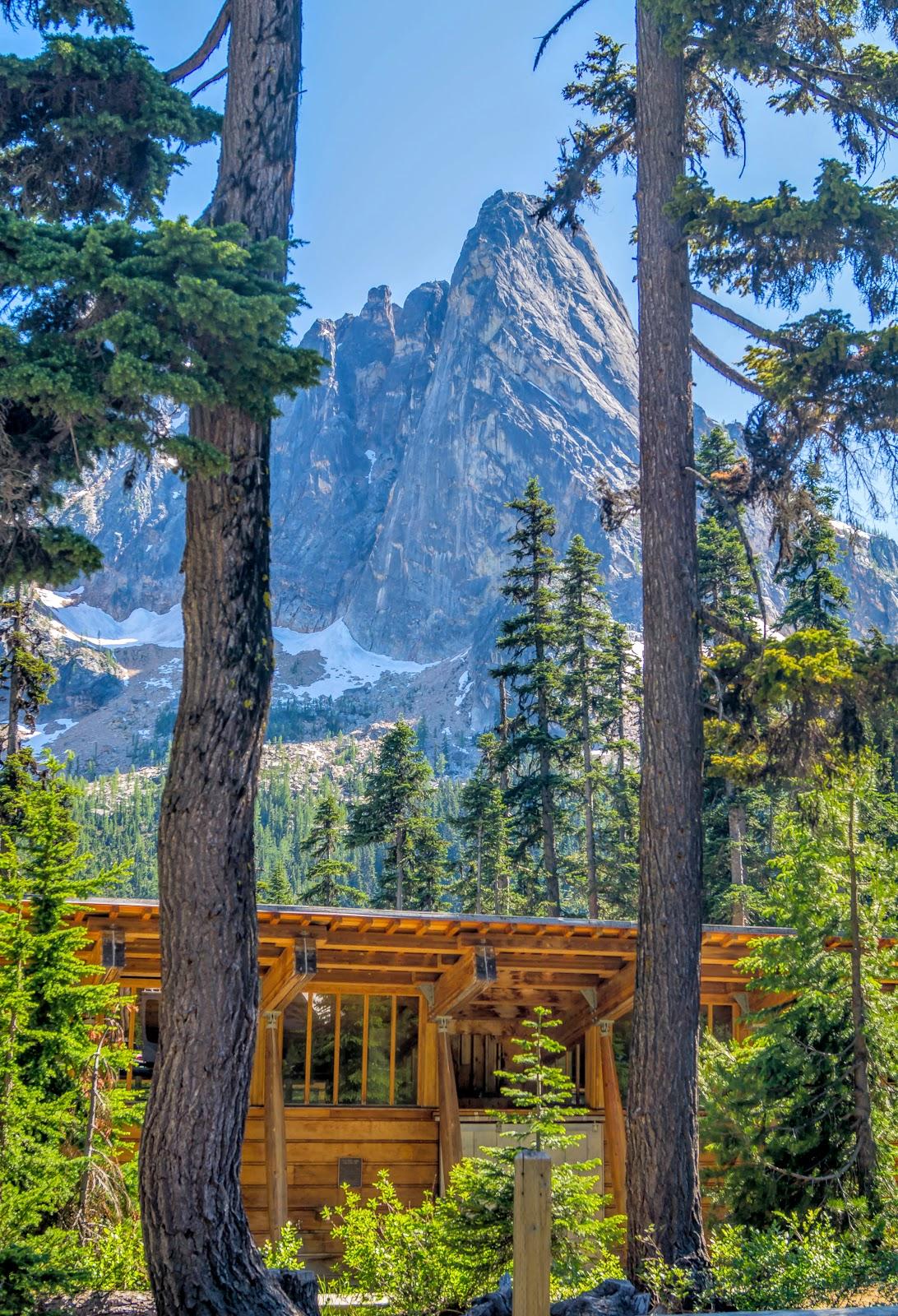Что бы полюбоваться впечатляющими пейзажами, мы остановились в одной из зон отдыха.