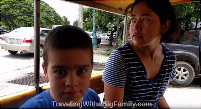 How to hire a tuk-tuk driver in Thailand for a big family