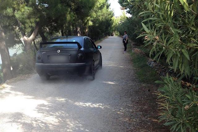 Ασυνείδητος οδηγός στο Ναύπλιο παραβίασε απαγορευτική μπάρα και μπήκε με παντιλίκια σε πεζοπορική διαδρομή