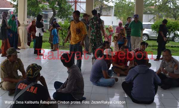 warga kalibuntu cirebon ontrog kantor kecamatan