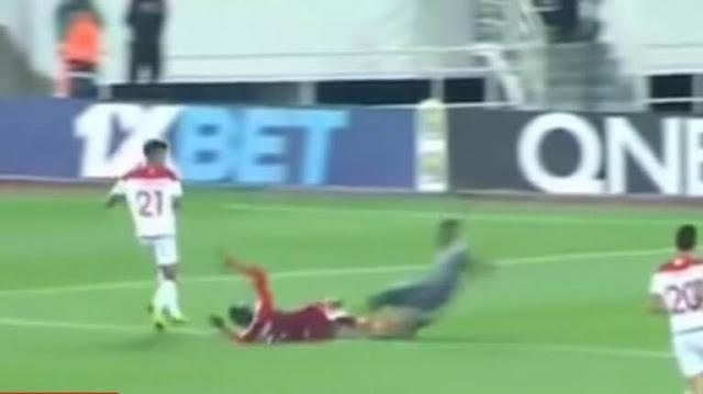 Σοκαριστικός τραυματισμός! Τερματοφύλακας έσπασε και τα δύο πόδια του (video)
