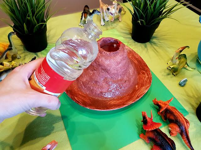 domowy eksperyment - wulkan z octu i sody