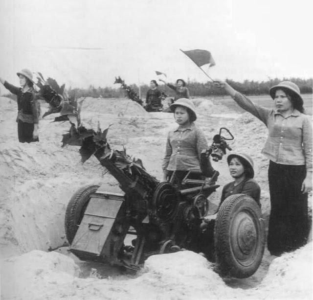 Mujeres del Vietcong - selección de fotos de mujeres del Vietcong, parte esencial de la victoria del pueblo vietnamita contra el imperialismo yankee. Female-viet-cong-soldiers-2