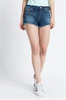 pantaloni-scurti-din-blugi-la-moda-vara-aceasta-11