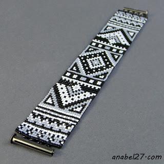 Монохромный браслет в этническом стиле
