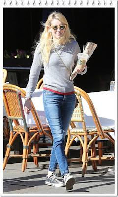 エマ・ロバーツ(Emma Roberts)は、ギャレットレイトサングラス、コーチのセーター、シチズンズ・オブ・ヒューマニティのジーンズ、コンバースのスニーカーを着用。