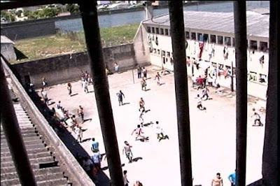 Marginal condenado pode cumprir pena em casa se não houver vaga em presídio, determina STF