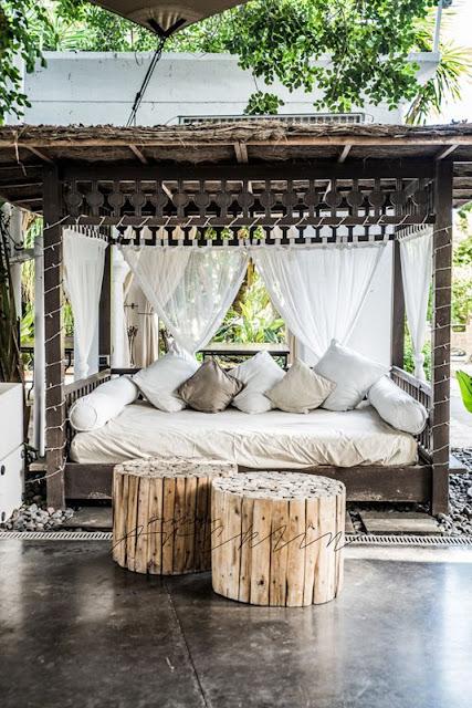 La fabrique d co daybeds et loungers un jardin confortable en mode r cup - Confortable en anglais ...
