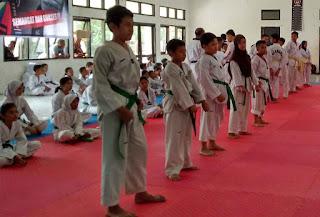 Taekwondoin kota cirebon diuji kenaikan tingkat