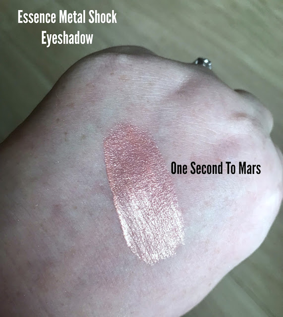 Essence Metal Shock Eyeshadow One Second To Mars Swatch