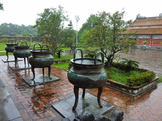 Urnas Dinasticas y Templo de Mieu en la Ciudadela de Hue