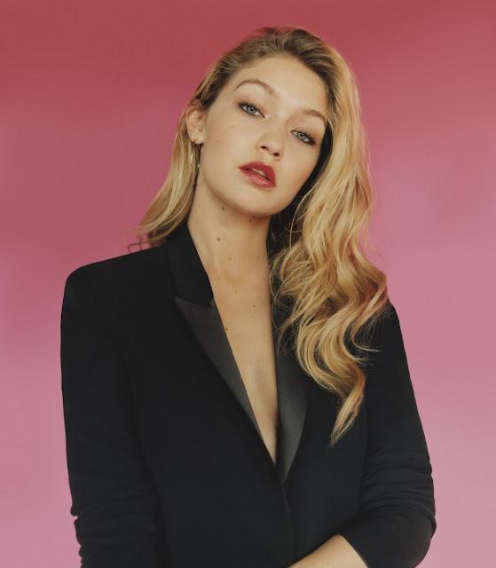 black-blazer-Gigi-Hadid