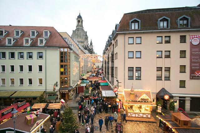 Mercatino di Natale vicino alla Frauenkirke-Dresda