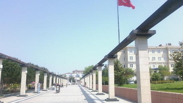 bursa yıldırım belediyesi kaymakamlık ve belediye binası bayraklı görünüm