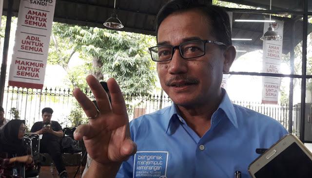 Sukarela Bikin Spanduk, Mas Ferry Terharu Lihat Animo Rakyat Dukung Prabowo-Sandi
