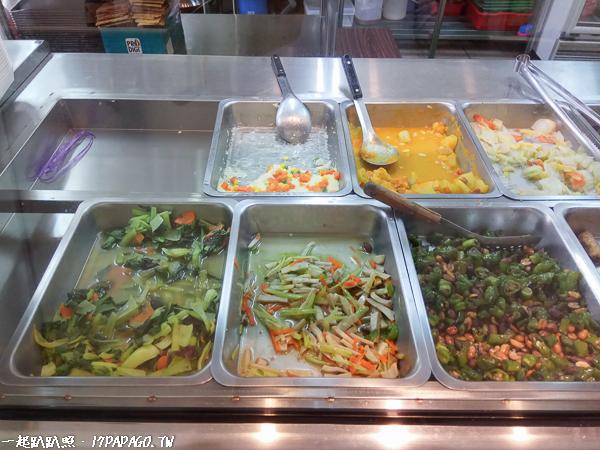 台中大里|立心蔬食堂|大里銅板美食|平價料多又美味|不加味精|中藥湯底