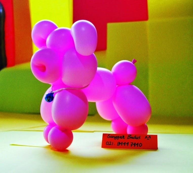 berkreasi dengan balon panjang