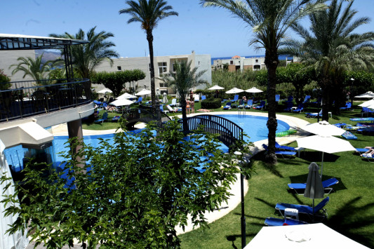 Σοκ σε ξενοδοχείο στην Κρήτη - Βουτιά στο κενό για νεαρή τουρίστρια