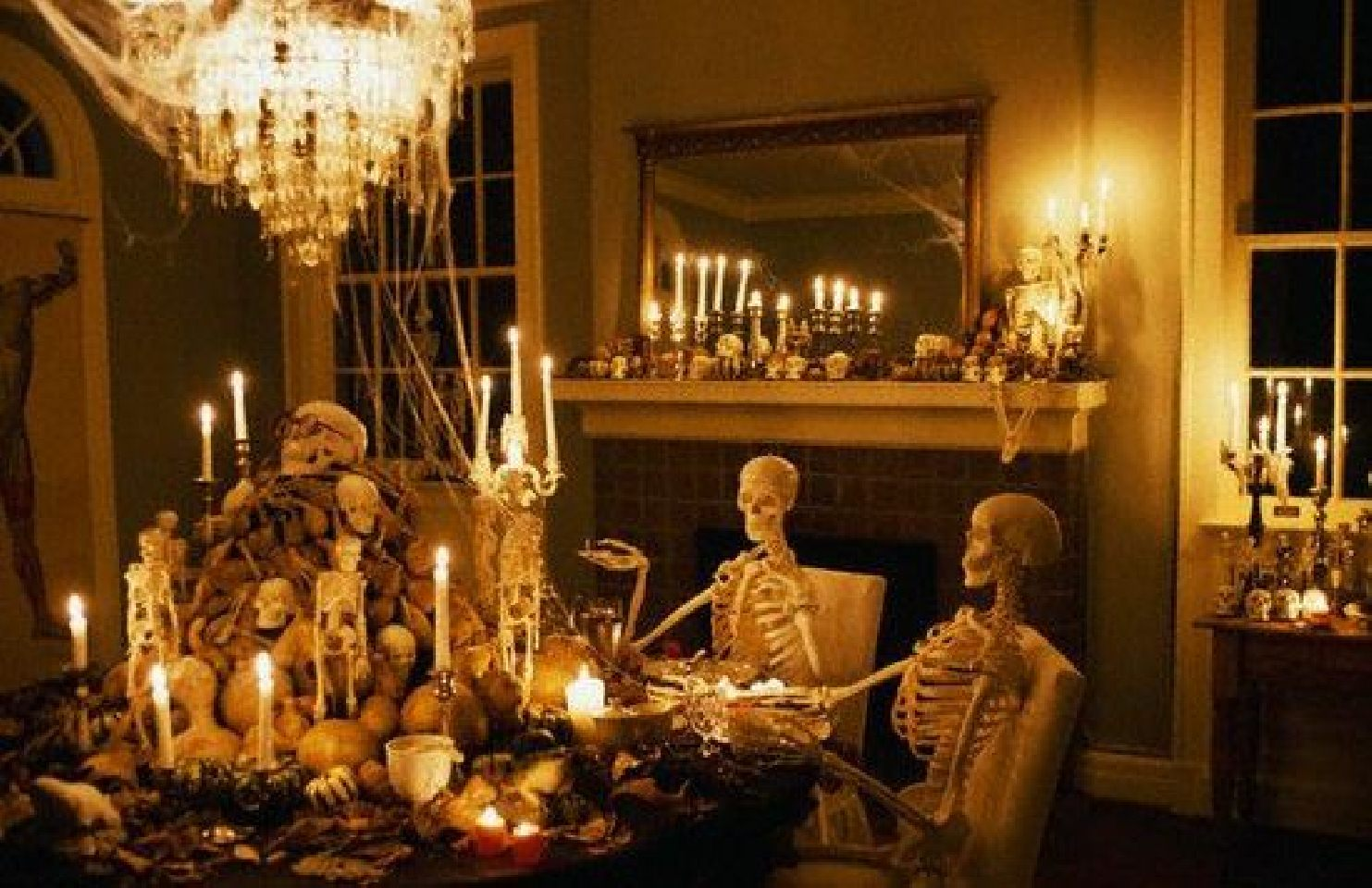 House decoration ideas 2017 for halloween party lighting for Scary halloween home decorations