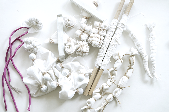 Verschiedene Shiboritechniken mit weißem Stoff