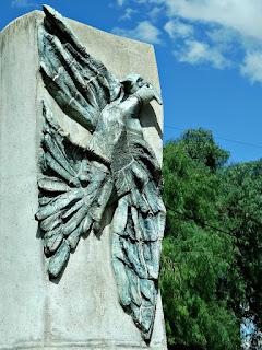 O Côndor em Totem de Pedra do Museo Área Fundacional, Cidade de Mendoza