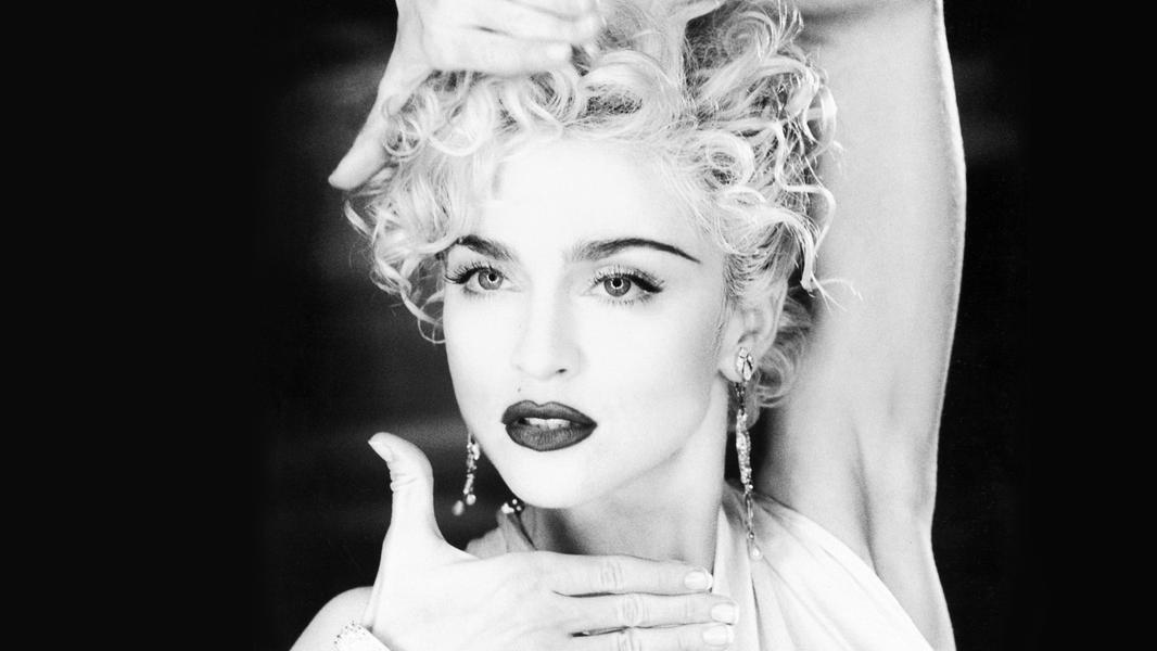 A maior artista feminina de todos os tempos, lenda viva e Rainha do Pop completa 35 anos de uma carreira que mudou o mundo