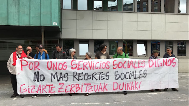 """Protesta de Berri-Otxoak en demanda de servicios sociales """"dignos"""" y sin recortes"""