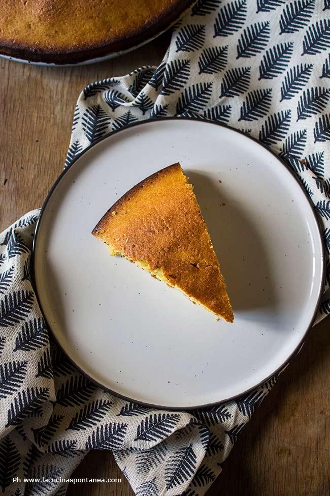 Immagine con fetta di torta alla zucca