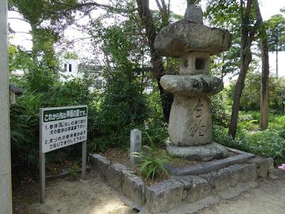 機物神社の石灯篭