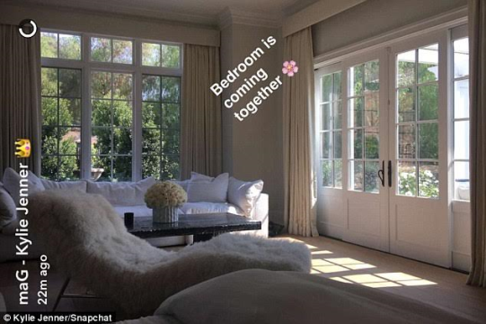 Bounce in:-Kylie-Jenner-shows-off-her-new-$6-million-mansion-on-Snapchat