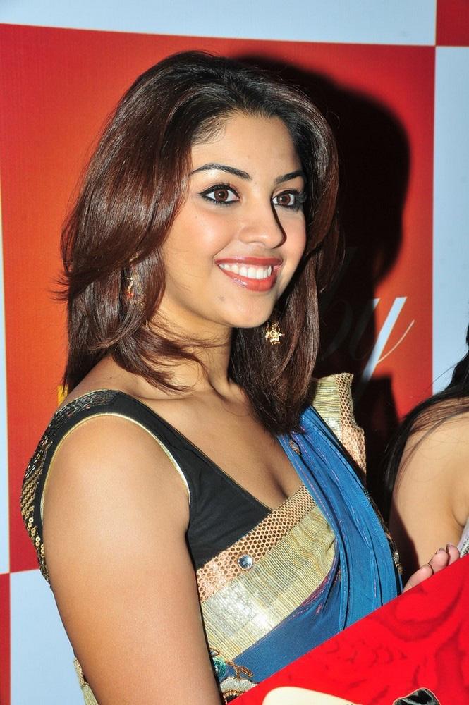 Kajal agarwal hot boob show desimasalaco - 4 10