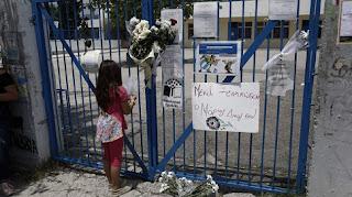 Θρήνος στην κηδεία του 11χρονου μαθητή στο Μενίδι