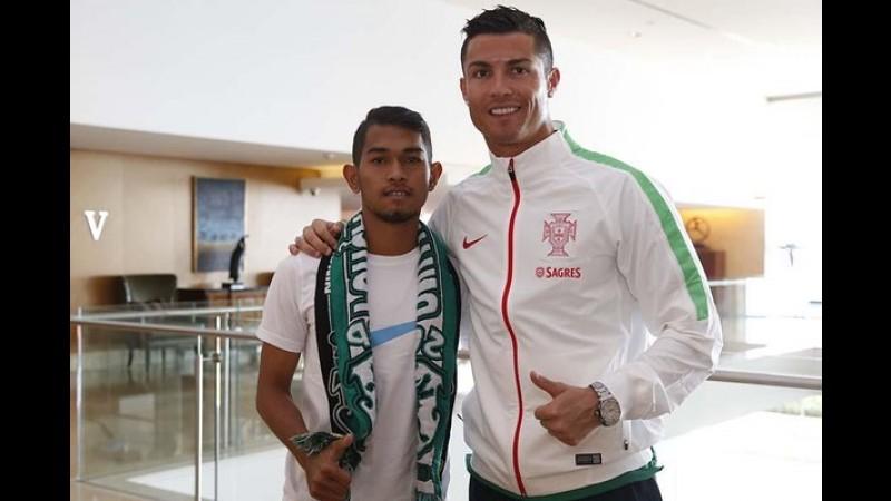 Martunis bersama Cristiano Ronaldo