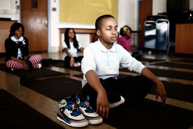 Una escuela reemplaza los castigos por horas de meditación y el resultado es increíble