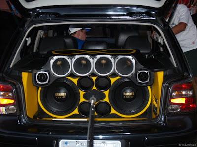 Veja como impressionar uma garota com o som do carro