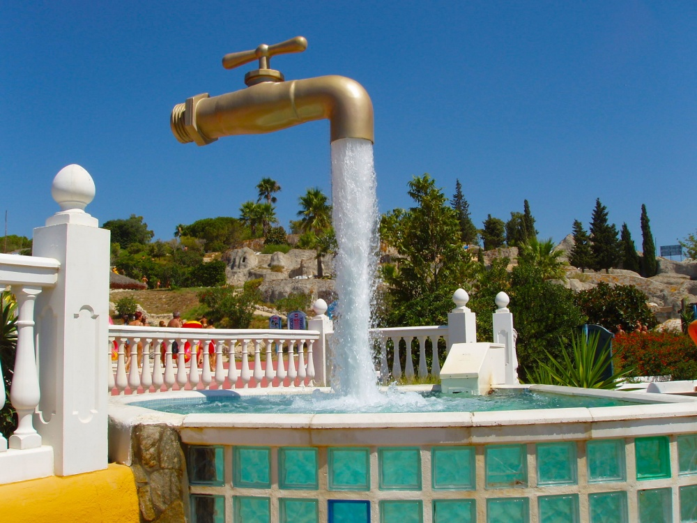 18 Amazing Fountains From All Over The World That Are Real Works Of Art - The Grifo Magico, Cadiz, Spain