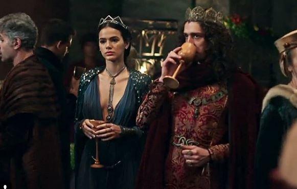Cena Deus Salve o Rei Catarina e Rodolfo