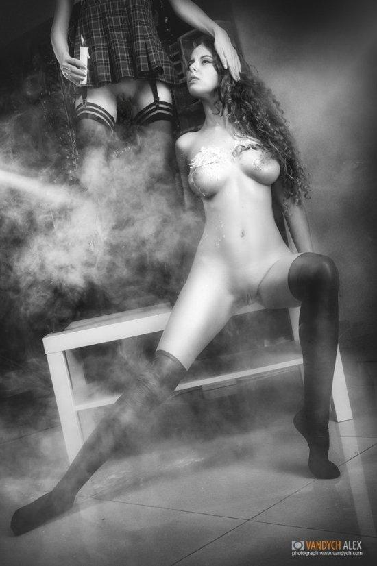 Helly von Valentine disharmonica deviantart cosplay modelo russa erótica sensual provocante fetiche lésbicas sado masoquismo velas corpo nudez ruiva