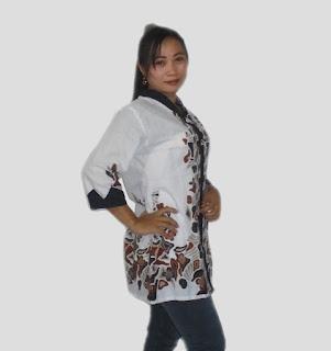 Baju batik wanita lengan 3/4 kombinasi embos - Samping