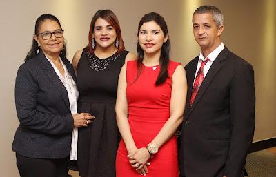 La coach Nurys Rosario, Edilís López , presidenta del Distrito Cooperativo 29; Enovi Bueno, gerente de la sucursal Santo Domingo de COOPSANO y  Félix Tejada, encargado de Educación de la cooperativa