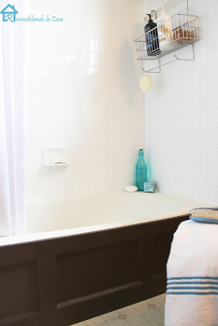 Bathtub Wood Panel Cover - Remodelando la Casa