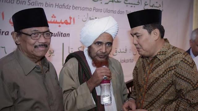 Tabarukan, Sekjen PBNU Minta 'Air Berkah' Ke Habib Umar bin Hafidz