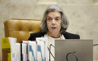 Cármen Lúcia diz que TSE não pode tomar iniciativa de impedir candidatura de Lula